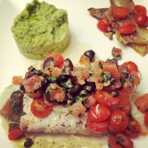 zeebaars met venkel, pestopuree en tomatensalsa